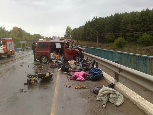 Трое дорожных рабочих погибли под Харьковом в результате наезда автомобиля - Цензор.НЕТ 2793